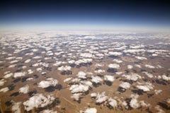 Nubes decorativas en 30.000 pies. Foto de archivo