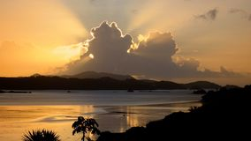 Nubes del agua de la salida del sol Imagen de archivo libre de regalías