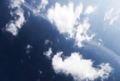 Nubes del alto contraste imagen de archivo