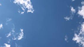 Nubes del cielo azul almacen de video