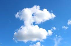 Nubes del cielo azul imagenes de archivo