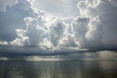 Nubes del mar y de tormenta Fotos de archivo