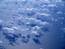 Nubes del modelo sobre el océano Fotos de archivo