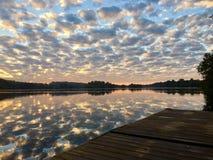 Nubes del río Fotos de archivo libres de regalías