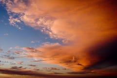 Nubes del reguero de pólvora Fotografía de archivo