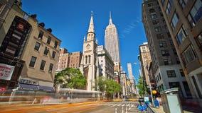 Nubes del timelapse del día de la calle de Nueva York Manhattan