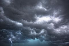Nubes dramáticas de la tempestad de truenos en la Florida central fotografía de archivo libre de regalías