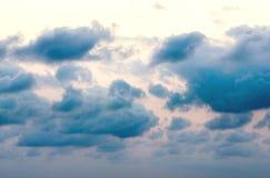 Nubes dramáticas en el cielo Fotos de archivo libres de regalías