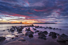 Nubes dramáticas sobre puesta del sol Fotografía de archivo libre de regalías