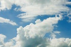 Nubes en cielo azul fotografía de archivo libre de regalías