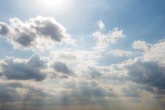 Nubes en cielo azul fotografía de archivo