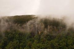Nubes en el acantilado Foto de archivo