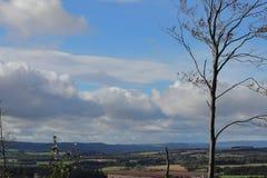 Nubes en el cielo azul imagen de archivo