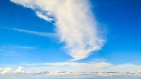 Nubes en el cielo azul fotografía de archivo libre de regalías