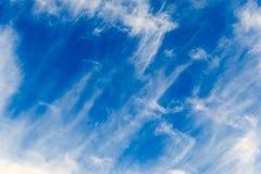 Nubes en el cielo azul Imágenes de archivo libres de regalías