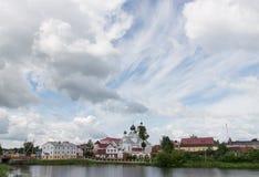 Nubes en el cielo sobre el centro de la ciudad de Postavy Fotografía de archivo libre de regalías