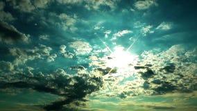 Nubes en el lapso de tiempo de la tarde