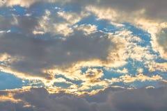 Nubes en fondo del cielo Fotos de archivo libres de regalías