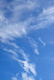 Nubes en fondo del cielo azul Fotografía de archivo libre de regalías