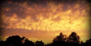 Nubes en la puesta del sol Fotografía de archivo libre de regalías