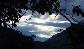 Nubes en las montañas Imagen de archivo