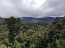 Nubes en las montañas Fotos de archivo