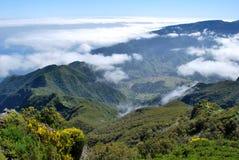 Nubes en las montañas de Madeira Fotos de archivo libres de regalías