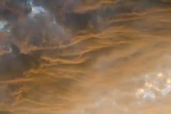 Nubes en puesta del sol Imagen de archivo libre de regalías