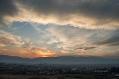Nubes en puesta del sol Fotos de archivo libres de regalías