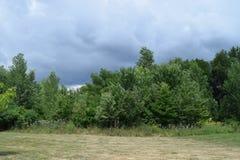 Nubes enojadas Imagenes de archivo