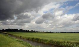Nubes, gras y zanja Fotos de archivo libres de regalías