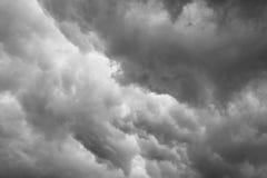 Nubes grises dramáticas Imagen de archivo libre de regalías