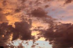 Nubes hermosas de la puesta del sol Imagenes de archivo