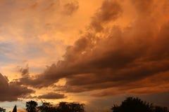 Nubes hermosas de la puesta del sol Fotografía de archivo