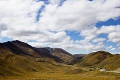 Nubes hermosas que pasan sobre el paso de Lindis Imagen de archivo