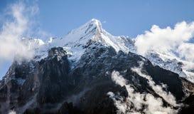Nubes, hielo y casquillos de la nieve en Eiger, cerca de Grindelwald, Suiza Imágenes de archivo libres de regalías