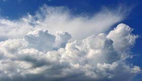 Nubes hinchadas imagen de archivo