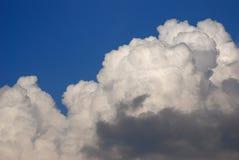Nubes hinchadas blancas Imagen de archivo libre de regalías