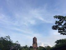 Nubes, iglesia y frialdad Fotos de archivo libres de regalías