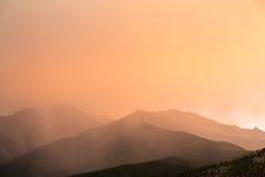 Nubes inusuales sobre las montañas de Colorado Foto de archivo libre de regalías