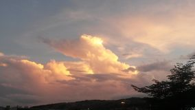 Nubes móviles Fotos de archivo libres de regalías