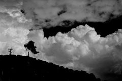Nubes mullidas enormes Fotos de archivo libres de regalías