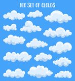 Nubes mullidas y de cúmulo en el cielo del verano libre illustration