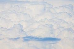 Nubes mullidas y suaves en el cielo Imagen de archivo libre de regalías