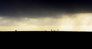 Nubes oscuras a continuación en un dique holandés Imagenes de archivo