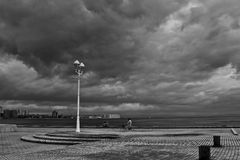 Nubes oscuras sobre el acceso de Kobe Imagenes de archivo