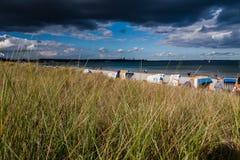 Nubes oscuras sobre el mar Fotos de archivo