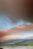 Nubes oscuras sobre la península irlandesa de la cañada de la costa Imagen de archivo libre de regalías