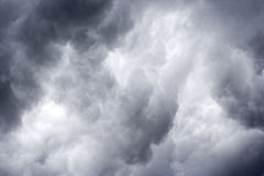 Nubes oscuras tempestuosas Fotos de archivo libres de regalías