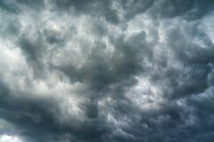 Nubes pesadas fotos de archivo libres de regalías